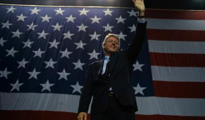 Клинтън питал Джобс как да се справи с аферата Люински