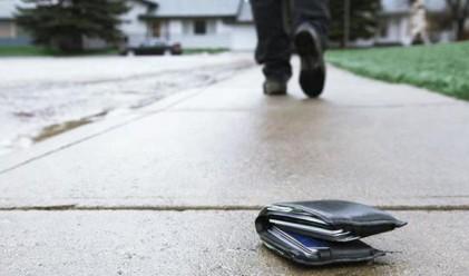 Интересни истории със загубени и намерени портфейли