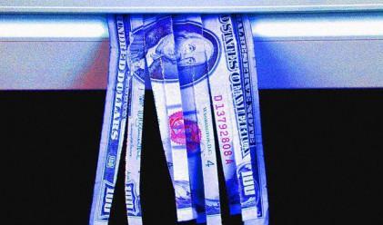 Чехкиня печели от скъсани банкноти