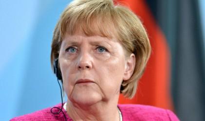 Меркел кацна в Гърция, посрещат я стачки и драконовски мерки за сигурност