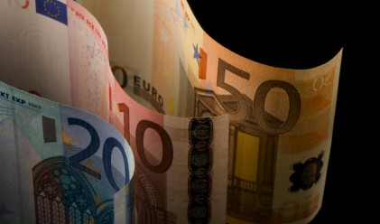 Митничари откриха 87 хил. евро под мишниците на пенсионерка