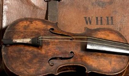 Продадоха цигулката от Титаник за над 1 млн. евро
