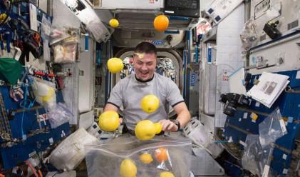 Как се забавляват космонавтите в Космоса?