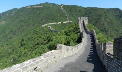 Китай строи най-голямата гара в света под Великата китайска стена