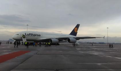 Как изглежда отвътре най-големият пътнически самолет в света?