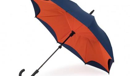 Този чадър не се чупи, не ни мокри, а използването му е удобство