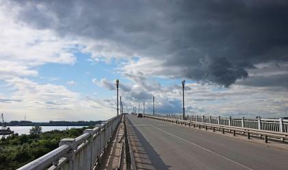 Спират временно движението по Дунав мост