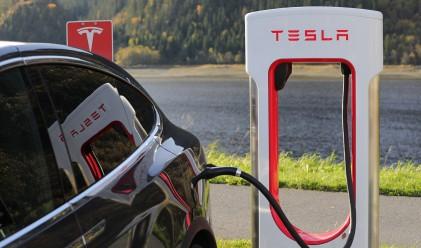 Tesla ще оборудва колите си с нов хардуер за автономно шофиране