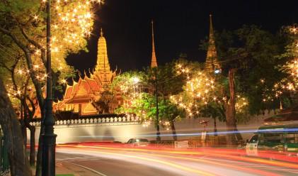 Как проститутките в Тайланд почитат паметта на починалия крал?