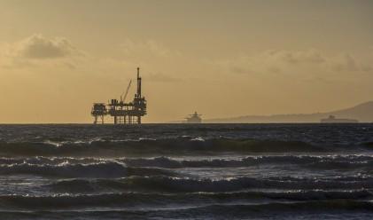 Петролът пада поради засилен скептицизъм относно сделката на ОПЕК