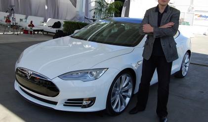 Tesla на печалба за първи път от три години