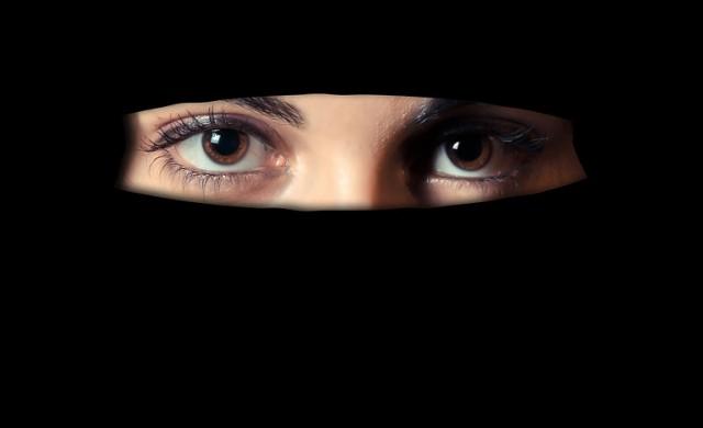 Австрия забрани на жените да покриват лицата си