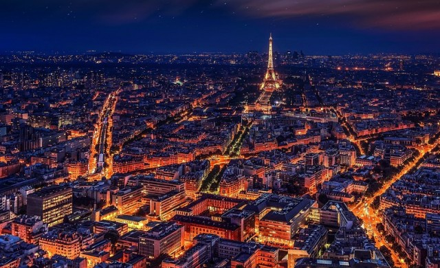 Откриха самоделна бомба в Париж, задържаха петима