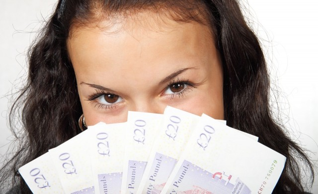 Четири от най-големите грешки, които младите правят с парите си