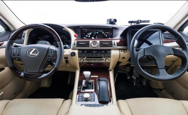 Toyota показа автомобил с два волана