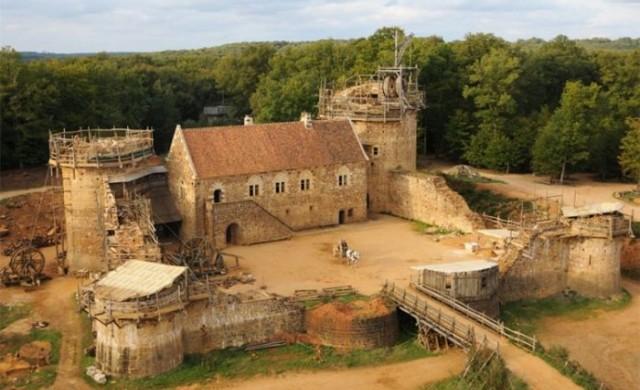 Ентусиасти строят замък по средновековна технология