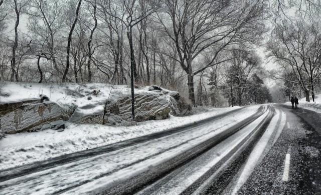 Само със зимни гуми в планинските места през уикенда