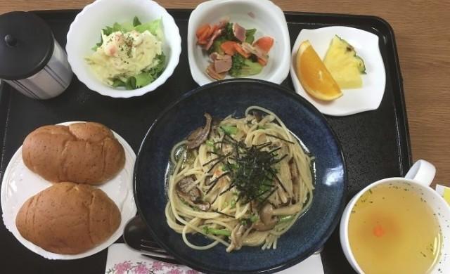 Сьомга и калмари - вижте болничната храна в Япония