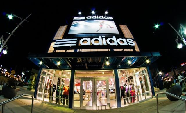 Новата колекция на Adidas - рекламирана от жена с космати крака