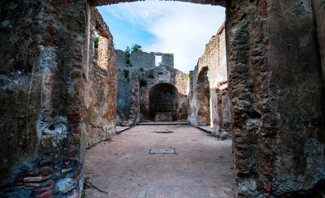 10 невероятни призрачни града в Италия
