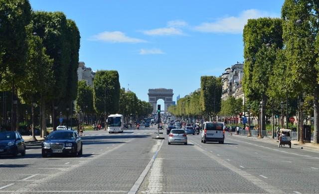 Само електромобили по улиците на Париж до 2030 г.