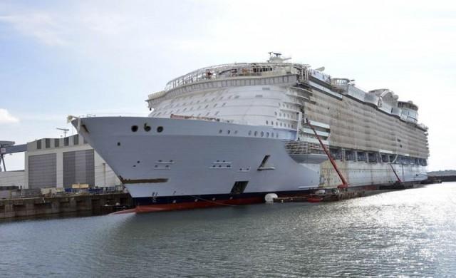 Най-големият круизен кораб в света ще разполага с бармани роботи