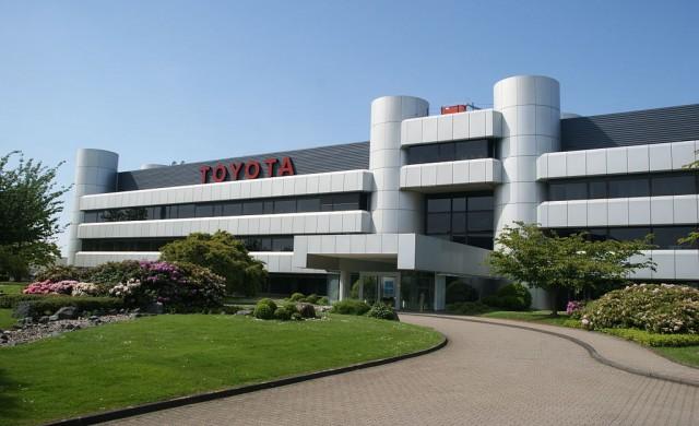 Toyota ще тества самоуправляващи се и говорещи коли