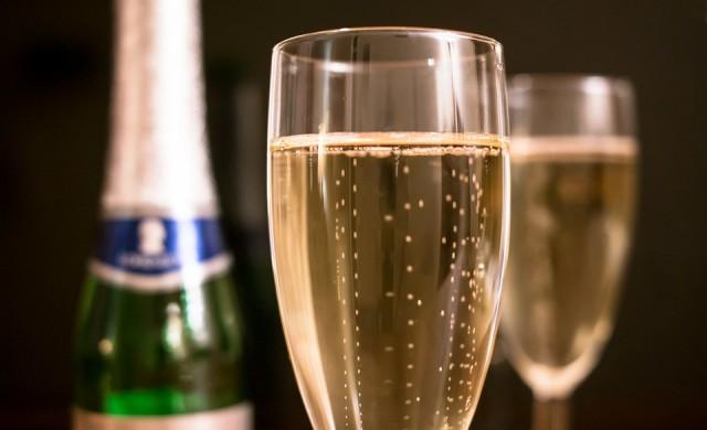 Съд за авиокомпания, сервирала вино вместо шампанско