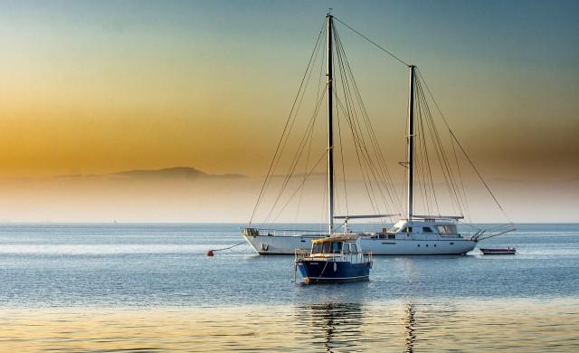 Защо богаташ строи яхта на слънчеви батерии