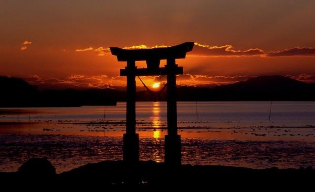 Шиндзо Абе печели убедително предсрочните избори в Япония