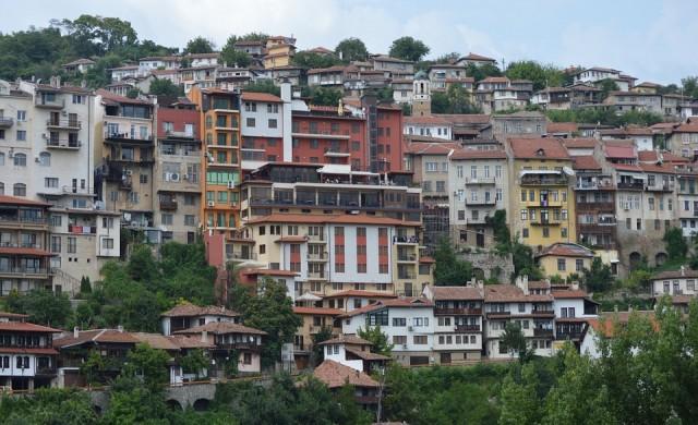 Търново се срутва, Варна потъва в свлачище