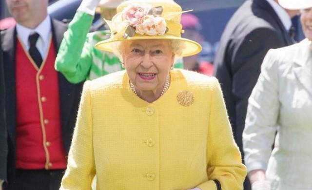 Елизабет Втора спечелила 8.8 млн. долара от конни надбягвания