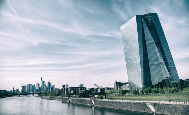 ЕЦБ ограничава стимулите, но удължава програмата