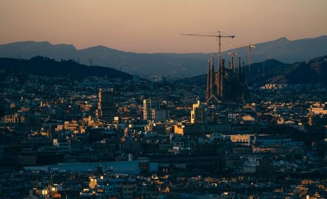 Испания пое пряко управлението на Каталония