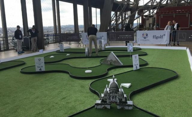 Откриха площадка за голф на... Айфеловата кула