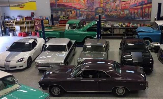 Колекция от редки автомобили изгоря за минути
