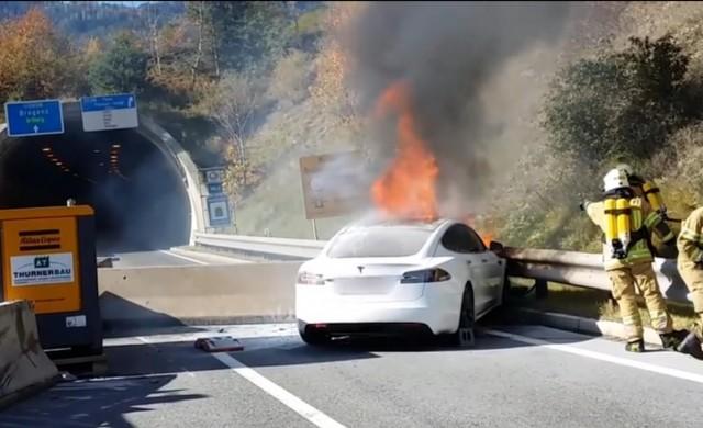 Колко пожарни са необходими за гасене на електромобил?