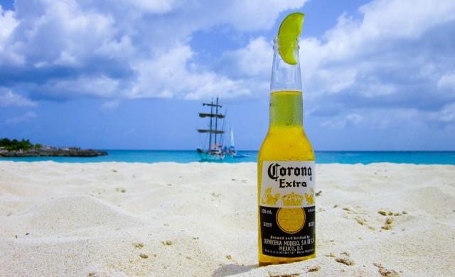 Собственикът на бира Corona инвестира в марихуана