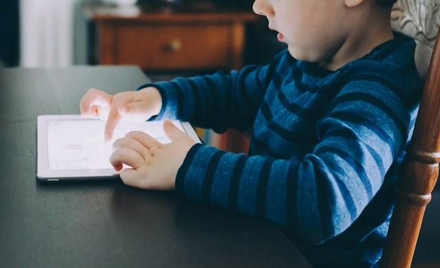 Как да откъснете детето от екрана: работеща стратегия в 10 стъпки
