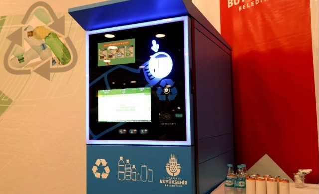 Безплатно билетче за метрото в Истанбул, ако рециклираш бутилки