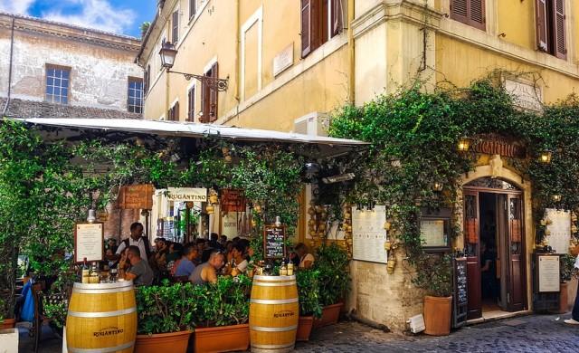 Двама японци платиха 430 евро за спагети, риба и вода в Рим