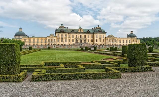 Шведският крал лиши петима от внуците си от кралски статут