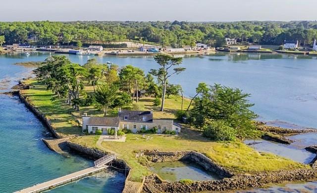 Продава се частен остров в един от най-красивите заливи в света