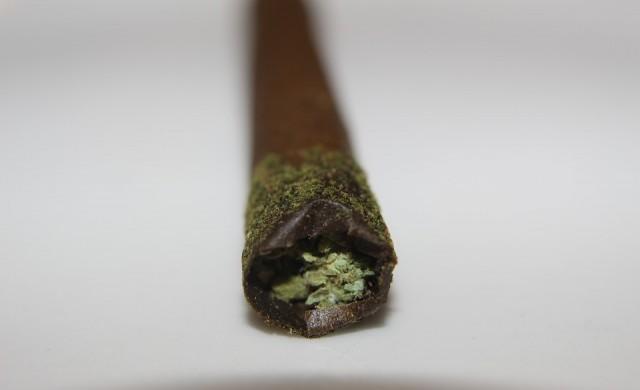 Снуп Дог има служител на пълен работен ден, който му свива цигари