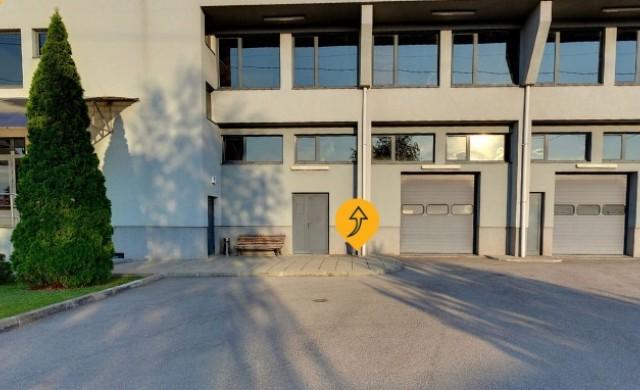 Складова база с офиси и паркинг си търси нов собственик