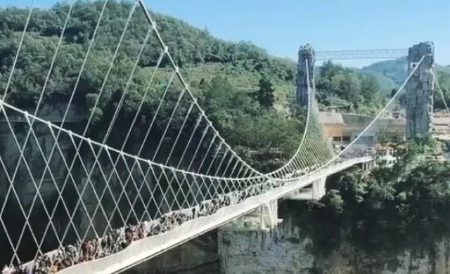 Китай затваря стъклените си мостове от съображения за безопасност