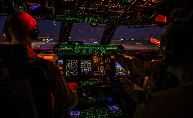 Какво се случва, когато пилот разлее кафето си в кабината на самолета?