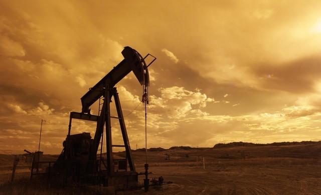 Петролът поевтинява в началото на седмицата