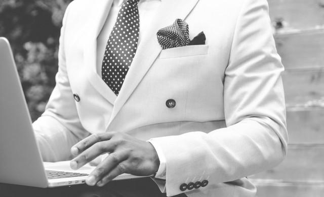 Съдбата на официалното мъжко облекло виси на конец заради пандемията