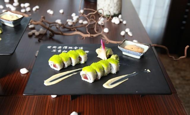 Ядете суши грешно, ако го правите с клечки, соев сос и уасаби